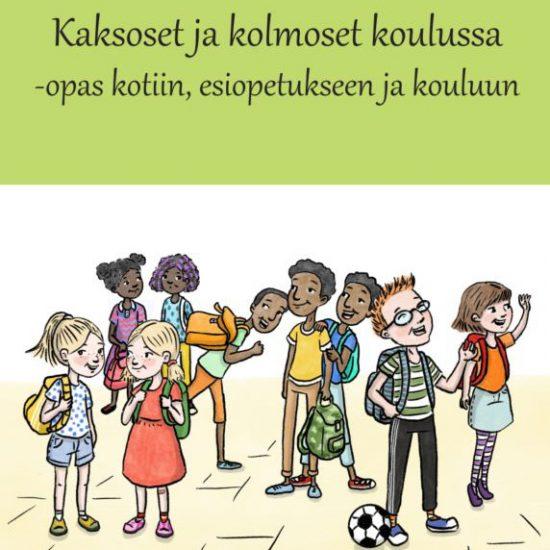 Kuvassa kouluoppaan kansikuva, jossa piirrettynä lapsia koulun pihalla jalkapallon kera.