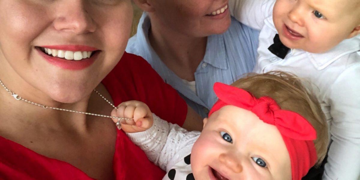 kaksi äitiä ja kaksoset